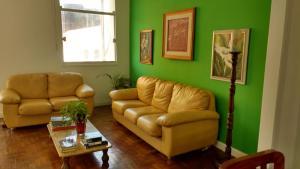 A seating area at Luiz & Cristiana Sampaio
