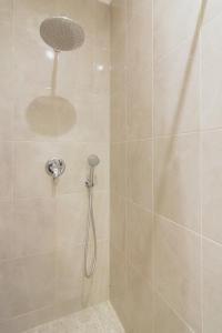 A bathroom at Consul Hotel