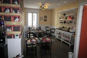 A restaurant or other place to eat at Régina Boutique Hotel