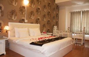 A bed or beds in a room at A25 Hotel - 35 Mạc Thị Bưởi