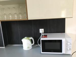 Kuchyňa alebo kuchynka v ubytovaní Golf Apartments