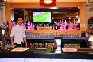 The lounge or bar area at Ida Hotel