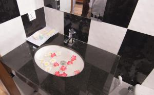 A bathroom at The Mou Hotel