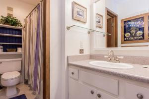 A bathroom at Mammoth Creek Condos