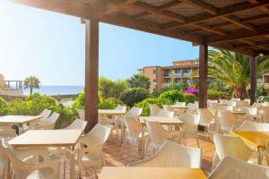 A restaurant or other place to eat at Iberostar Gaviotas Park-All inclusive