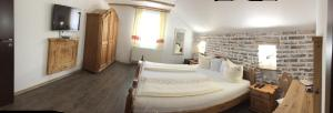 A bed or beds in a room at Casa Tirol Blaj