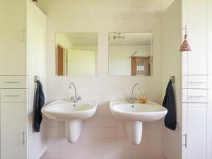 A bathroom at Spaciosu Holiday Home in Sadillac with Swimming Pool