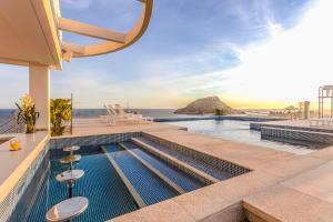 A piscina localizada em CDesign Hotel ou nos arredores