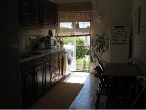 A kitchen or kitchenette at Lovely Apartment in Central Azeitão