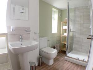 A bathroom at Phoenix House Apartments