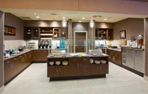 A restaurant or other place to eat at Homewood Suites New Brighton