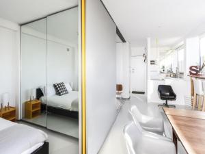 A bathroom at BONDI Sandridge St