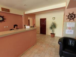 Zona de hol sau recepție la Hotel Laguna