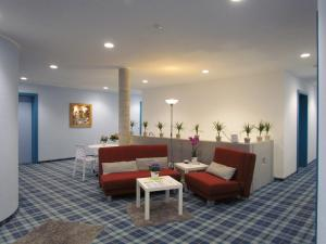 A seating area at AMENITY-Garden-Apartments