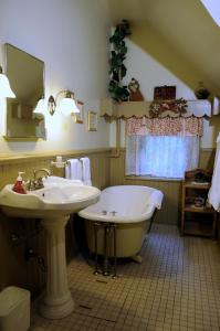 A bathroom at The Oliver Inn