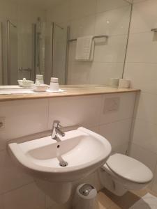 A bathroom at Hotel Garni Keiml