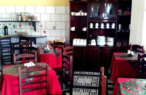 Um restaurante ou outro lugar para comer em Pousada do Barao