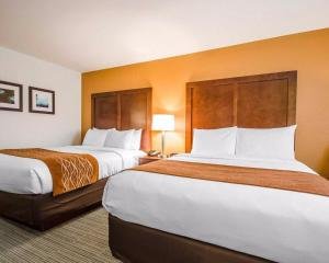 A bed or beds in a room at Comfort Inn