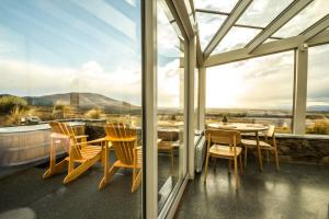 A restaurant or other place to eat at SkyScape