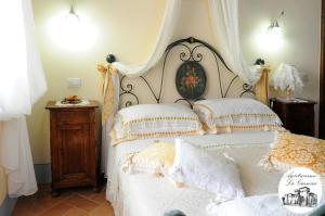 아그리투리스모 카스텔로 라 그란시아 디 스페달레토 객실 침대