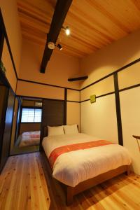 京都橘屋 岡崎西邸にあるベッド