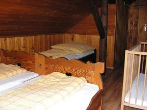 Postel nebo postele na pokoji v ubytování Boudy V Modrem Dole