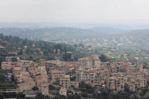 Vue panoramique sur l'établissement Chambre d'Hôtes La Tourrette