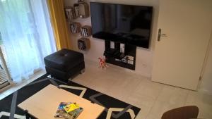 Télévision ou salle de divertissement dans l'établissement Le Carre