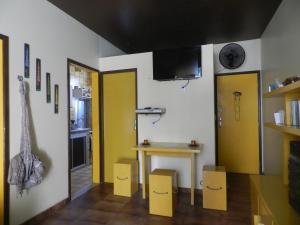 A television and/or entertainment centre at Apartamento Edificio Mirage