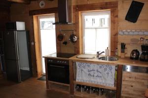Küche/Küchenzeile in der Unterkunft Ferienhaus Anno Dazumal, wie zu Oma`s Zeiten