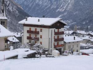 Pensione Genzianella during the winter