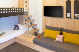 A television and/or entertainment center at ibis Styles Carcassonne La Cité