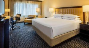 A bed or beds in a room at Hyatt Regency Washington on Capitol Hill