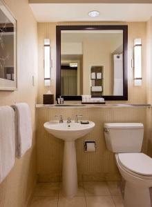 A bathroom at Hyatt Regency Washington on Capitol Hill