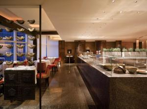 A restaurant or other place to eat at Park Hyatt Busan