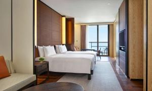 A bed or beds in a room at Grand Hyatt Sanya Haitang Bay Resort and Spa