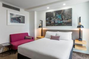 A bed or beds in a room at Mercure Brisbane King George Square