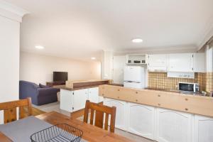 A kitchen or kitchenette at Sandbar 401, 1-3 Head Street, Forster