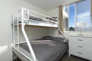 A bunk bed or bunk beds in a room at Ebbtide, Unit 04, 2-6 North Street