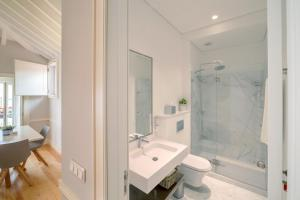 A bathroom at Villa Baixa - Lisbon Luxury Apartments