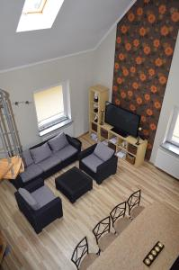 A seating area at Apartament Dzierzoniow