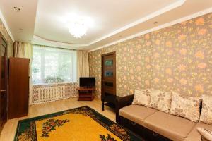 A seating area at Business Brusnika Comfort Class Apartment Nagornaya