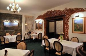 Restauracja lub miejsce do jedzenia w obiekcie Hotel Salamandra