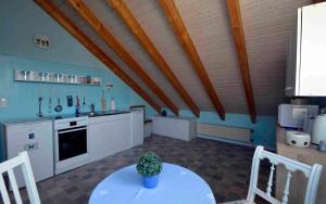 Küche/Küchenzeile in der Unterkunft Apartment Neuss