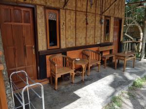Ein Restaurant oder anderes Speiselokal in der Unterkunft Red Island Bungalows