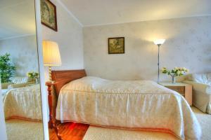 Кровать или кровати в номере Apartment on Shipilovsky Proezd 69