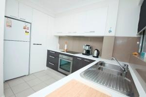 A kitchen or kitchenette at El Sandi, Unit 11, 14-18 North Street