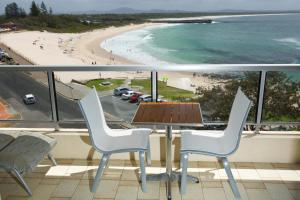 A balcony or terrace at Beachpoint, Unit 501, 28 North Street