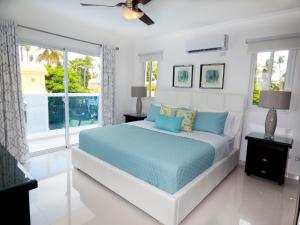 A bed or beds in a room at The Sanctuary @ Los Corales
