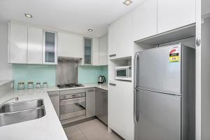 A kitchen or kitchenette at Apartment Sussex Street SX339
